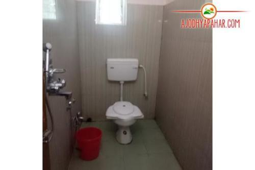 Hilltop lodge bathroom
